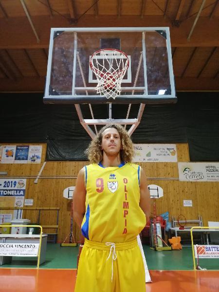 https://www.basketmarche.it/immagini_articoli/07-10-2021/olimpia-mosciano-norman-neri-capitano-600.jpg