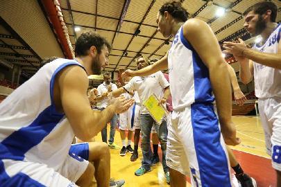 https://www.basketmarche.it/immagini_articoli/07-11-2017/d-regionale-l-aesis-jesi-torna-da-fermignano-con-la-prima-sconfitta-stagionale-270.jpg