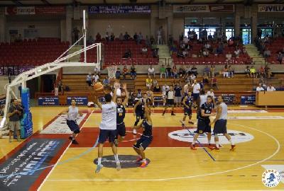 https://www.basketmarche.it/immagini_articoli/07-11-2017/serie-a2-derby-delle-marche-anticipata-l-apertura-della-biglietteria-dell-ubi-center-270.jpg