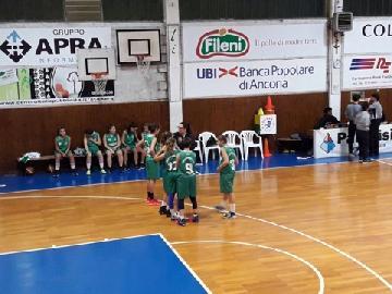 https://www.basketmarche.it/immagini_articoli/07-11-2017/under-16-femminile-cade-a-jesi-il-porto-san-giorgio-basket-bianco-270.jpg