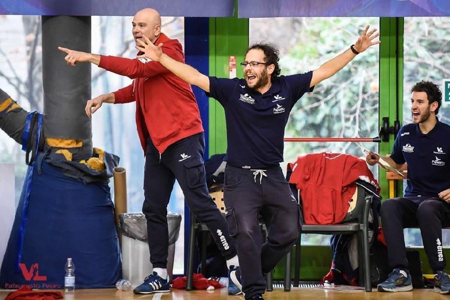 https://www.basketmarche.it/immagini_articoli/07-11-2019/pesaro-under-coach-luminati-marino-scontro-diretto-bella-partita-600.jpg