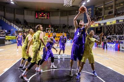 https://www.basketmarche.it/immagini_articoli/07-12-2017/serie-a2-la-poderosa-montegranaro-espugna-bergamo-e-torna-a-correre-270.jpg