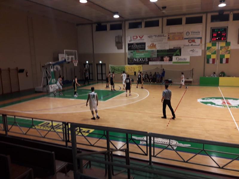 https://www.basketmarche.it/immagini_articoli/07-12-2019/basket-vadese-allunga-ultimo-quarto-supera-basket-ducale-urbino-600.jpg