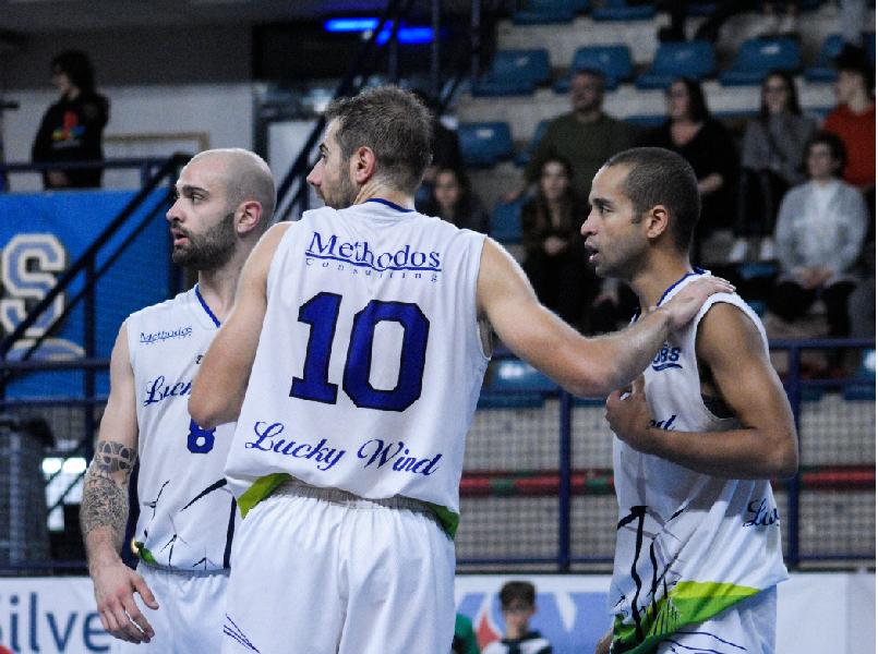 https://www.basketmarche.it/immagini_articoli/07-12-2019/lucky-wind-foligno-rituffa-campionato-derby-valdiceppo-basket-600.png