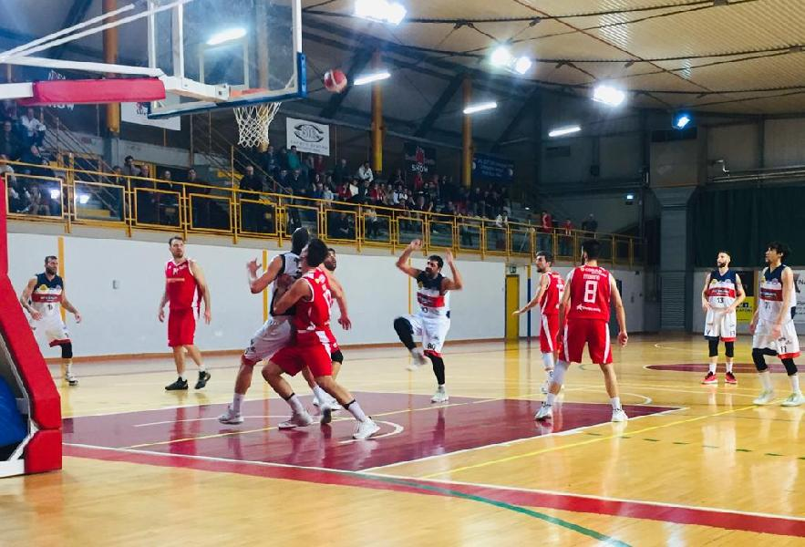 https://www.basketmarche.it/immagini_articoli/07-12-2019/oluic-dominante-vasto-basket-vittoria-campo-virtus-assisi-600.jpg