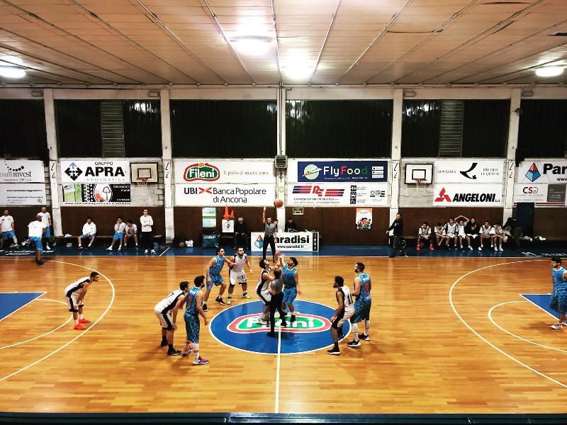 https://www.basketmarche.it/immagini_articoli/07-12-2019/senigallia-basket-2020-passa-campo-aesis-jesi-conferma-propria-imbattibilit-600.jpg