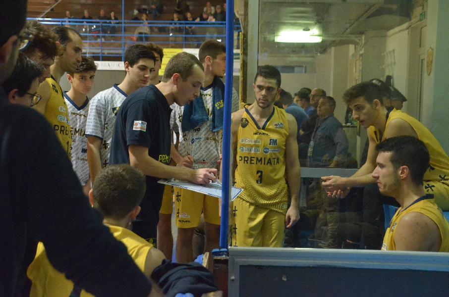 https://www.basketmarche.it/immagini_articoli/07-12-2019/sutor-montegranaro-coach-ciarpella-siamo-momento-delicato-dobbiamo-ritrovare-fiducia-nostri-mezzi-600.jpg
