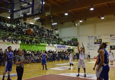 https://www.basketmarche.it/immagini_articoli/08-01-2018/serie-b-nazionale-la-virtus-civitanova-vince-il-derby-contro-fabriano-dopo-un-supplementare-270.jpg
