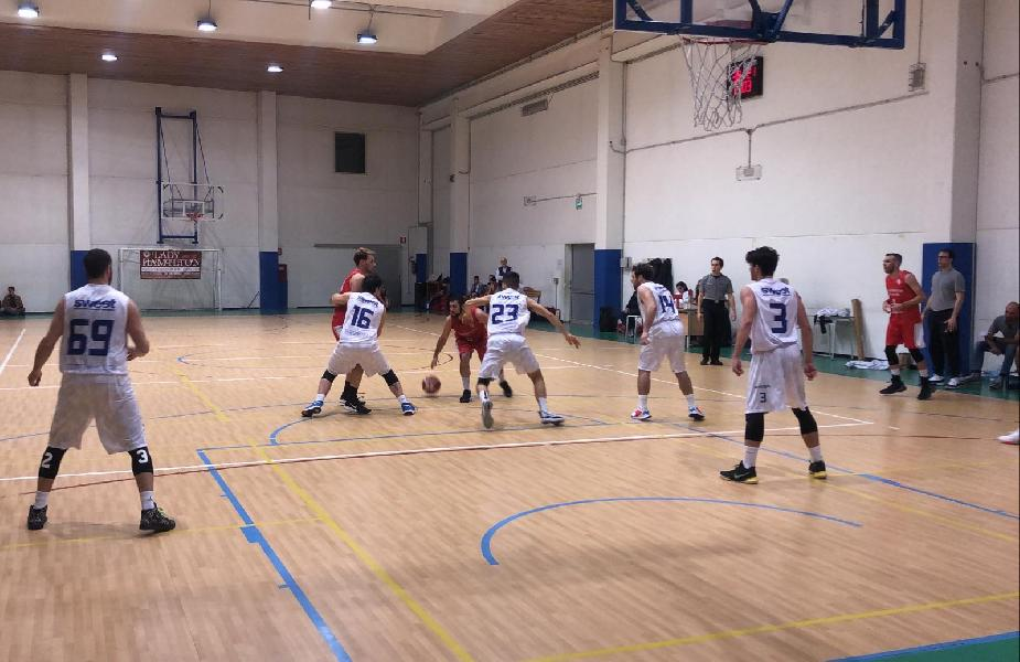 https://www.basketmarche.it/immagini_articoli/08-02-2020/senigallia-basket-2020-vince-scontro-diretto-chiaravalle-quarto-urlo-600.jpg
