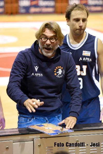 https://www.basketmarche.it/immagini_articoli/08-02-2021/jesi-coach-ghizzinardi-prima-partita-eravamo-completo-dovevamo-vincere-difendi-vinci-600.jpg