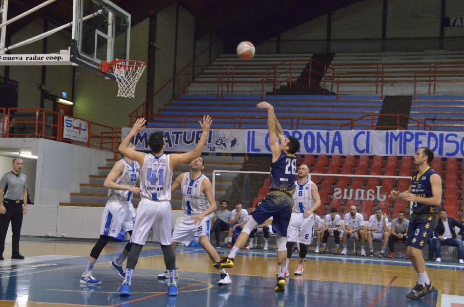 https://www.basketmarche.it/immagini_articoli/08-03-2020/sutor-montegranaro-regge-trenta-minuti-arrende-janus-fabriano-600.jpg
