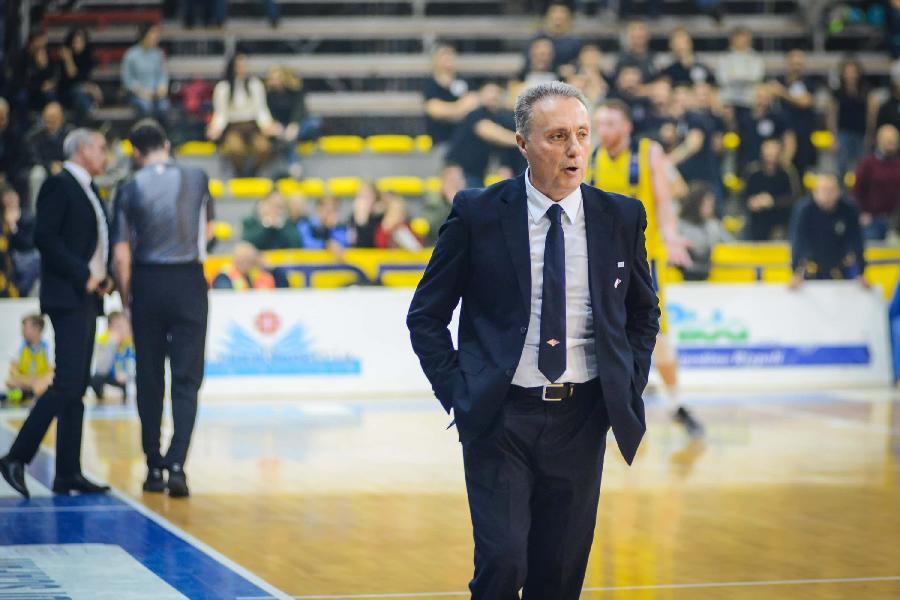 https://www.basketmarche.it/immagini_articoli/08-03-2020/virtus-roma-coach-bucchi-squadra-fatto-buona-gara-giocato-orgoglio-600.jpg