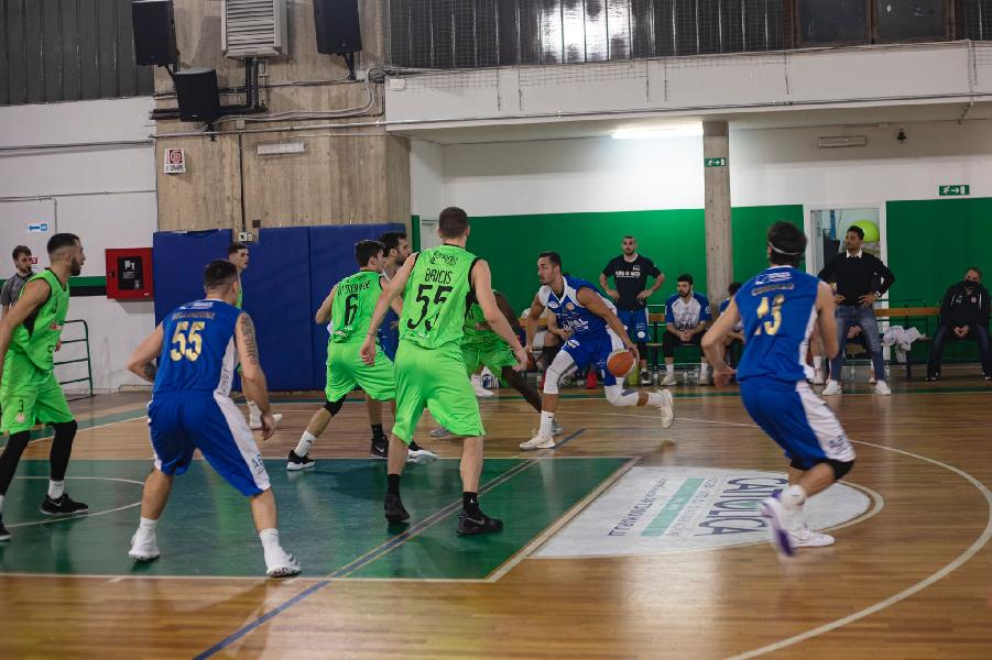 https://www.basketmarche.it/immagini_articoli/08-03-2021/convincente-esordio-campionato-virtus-basket-molfetta-600.jpg