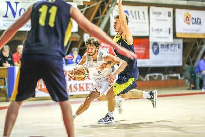 https://www.basketmarche.it/immagini_articoli/08-04-2018/serie-c-silver-gare-del-sabato-vittorie-per-il-campetto-falconara-pedaso-bramante-pesaro-e-pisaurum-270.jpg