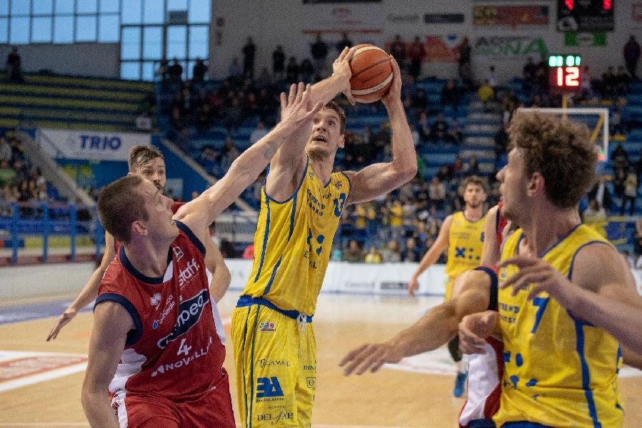 https://www.basketmarche.it/immagini_articoli/08-04-2019/poderosa-montegranaro-travolge-mantova-blinda-terzo-posto-600.jpg
