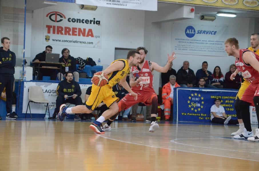https://www.basketmarche.it/immagini_articoli/08-04-2019/tarolis-scadere-regala-punti-vigor-matelica-campo-sutor-montegranaro-600.jpg