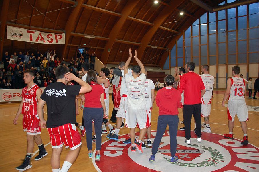 https://www.basketmarche.it/immagini_articoli/08-04-2019/teramo-spicchi-coach-stirpe-bene-gara-adesso-pensiamo-subito-gara-600.jpg