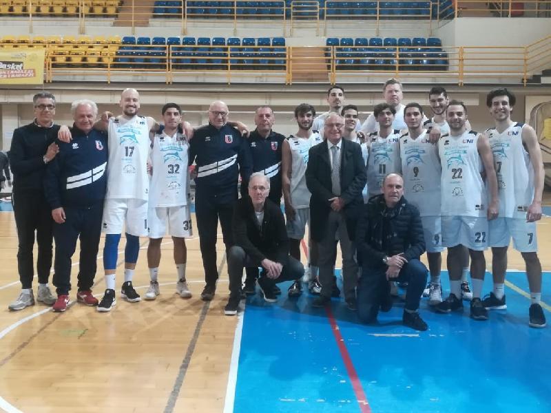 https://www.basketmarche.it/immagini_articoli/08-04-2019/unibasket-lanciano-chiude-botto-travolge-valdiceppo-playoff-sfida-samb-600.jpg