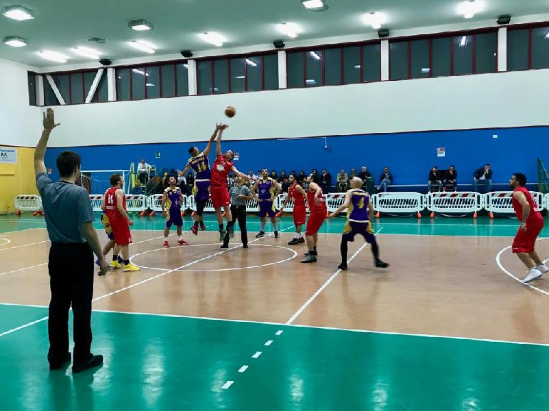 https://www.basketmarche.it/immagini_articoli/08-05-2019/promozione-playoff-ponte-morrovalle-regola-storm-ubique-ascoli-vola-finale-600.jpg