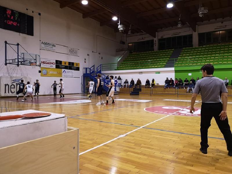 https://www.basketmarche.it/immagini_articoli/08-05-2019/regionale-playoff-basket-giovane-pesaro-espugna-civitanova-conquista-finale-600.jpg