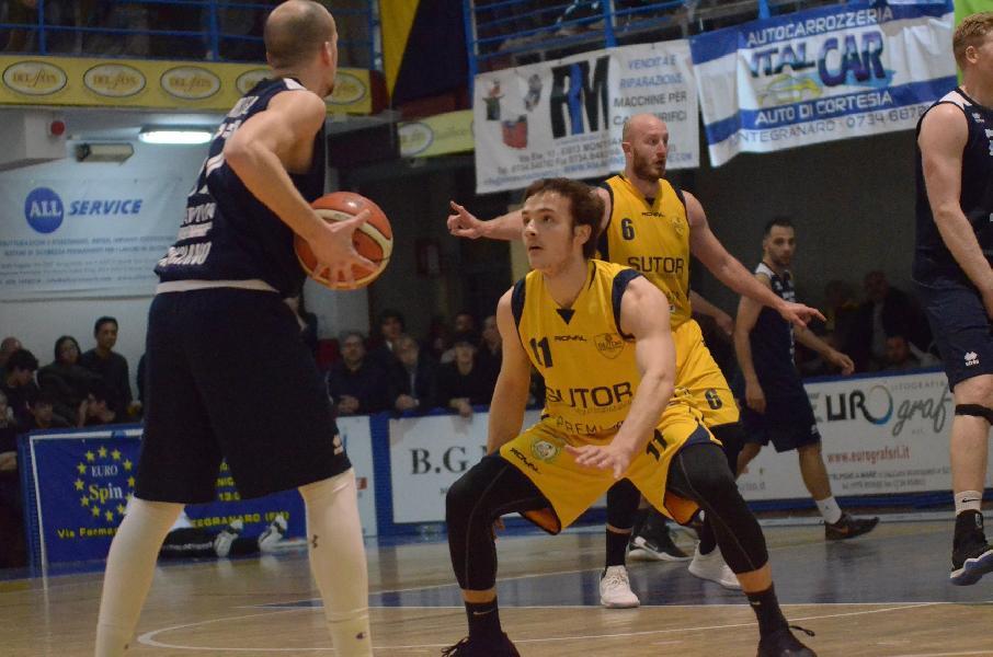 https://www.basketmarche.it/immagini_articoli/08-05-2019/serie-gold-playoff-gara-valdiceppo-prima-finalista-lanciano-sutor-bella-600.jpg