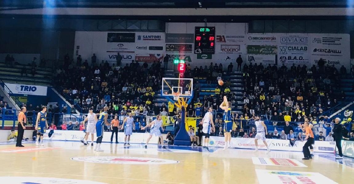 https://www.basketmarche.it/immagini_articoli/08-05-2019/serie-playoff-poderosa-montegranaro-supera-brivido-latina-conquista-quarti-600.jpg
