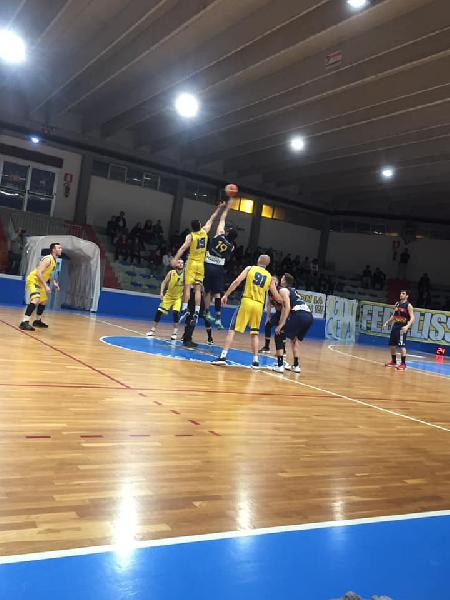 https://www.basketmarche.it/immagini_articoli/08-05-2019/silver-playoff-airino-termoli-spunta-dopo-overtime-virtus-assisi-600.jpg