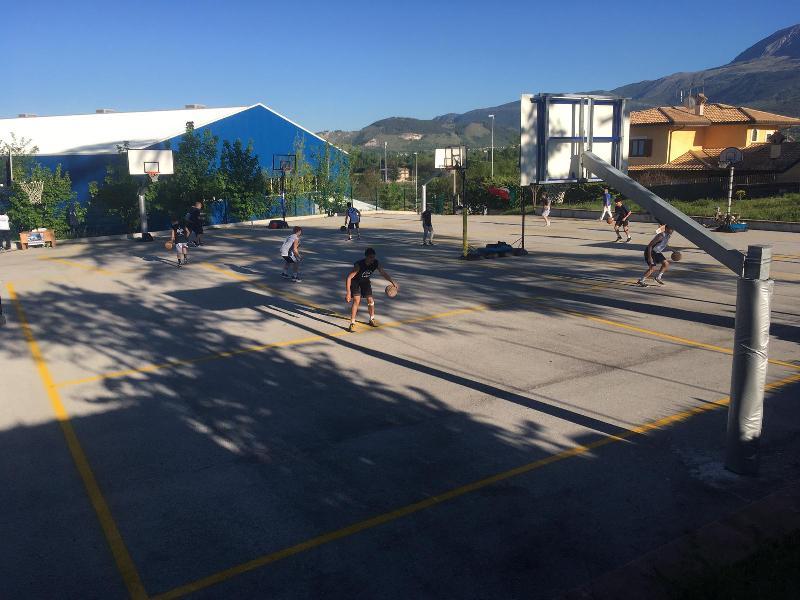 https://www.basketmarche.it/immagini_articoli/08-05-2020/basket-aquilano-ripreso-allenamenti-massima-sicurezza-600.jpg