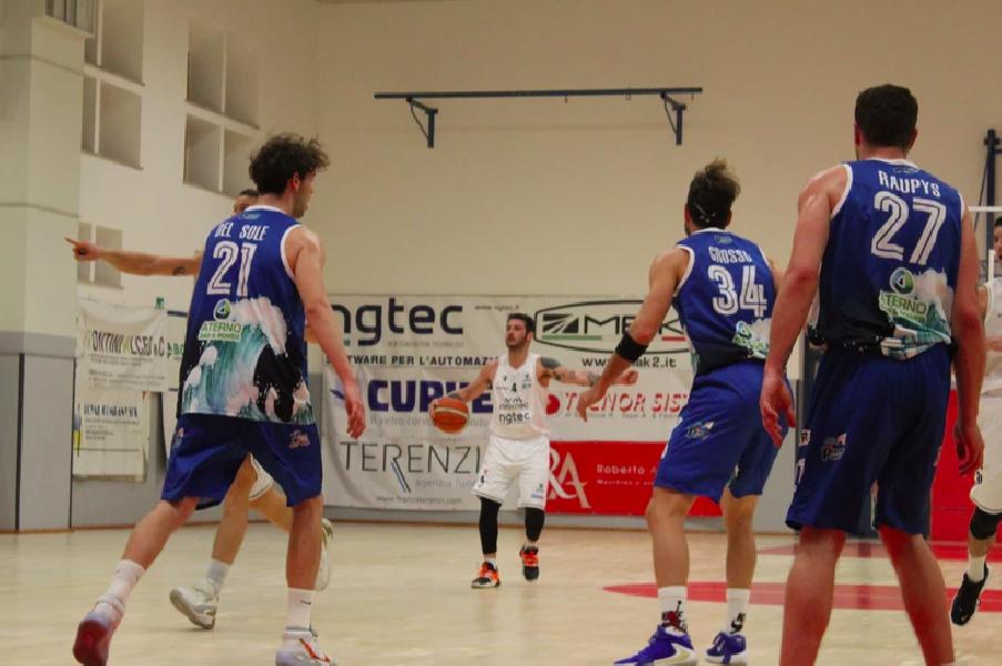 https://www.basketmarche.it/immagini_articoli/08-05-2021/bramante-pesaro-match-pescara-basket-coach-nicolini-siamo-gruppo-solido-umile-600.png