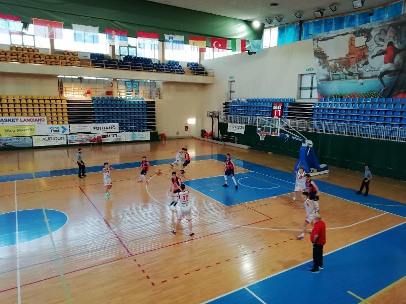 https://www.basketmarche.it/immagini_articoli/08-05-2021/ennebici-campobasso-espugna-volata-campo-unibasket-lanciano-600.jpg