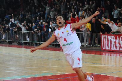 https://www.basketmarche.it/immagini_articoli/08-08-2017/serie-b-nazionale-i-saluti-della-pallacanestro-senigallia-a-marco-gnaccarini-270.jpg