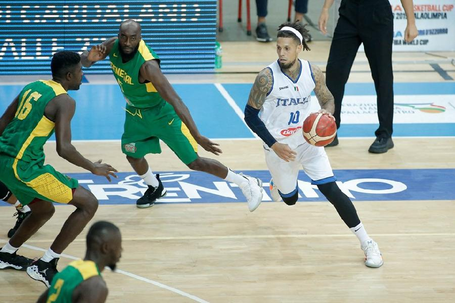 https://www.basketmarche.it/immagini_articoli/08-08-2019/verona-basketball-italbasket-travolge-senegal-gara-esordio-600.jpg