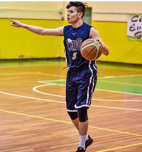 https://www.basketmarche.it/immagini_articoli/08-08-2020/botto-mercato-basket-assisi-ufficiale-arrivo-play-filippo-tosti-600.jpg