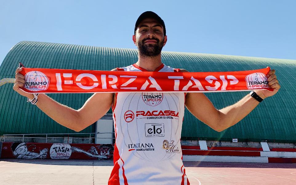 https://www.basketmarche.it/immagini_articoli/08-08-2020/ufficiale-giorgio-bonaventura-giocatore-teramo-spicchi-600.jpg
