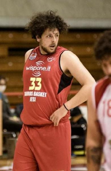 https://www.basketmarche.it/immagini_articoli/08-08-2021/ufficiale-montemarciano-completa-roster-arrivo-lungo-lorenzo-curzi-600.jpg