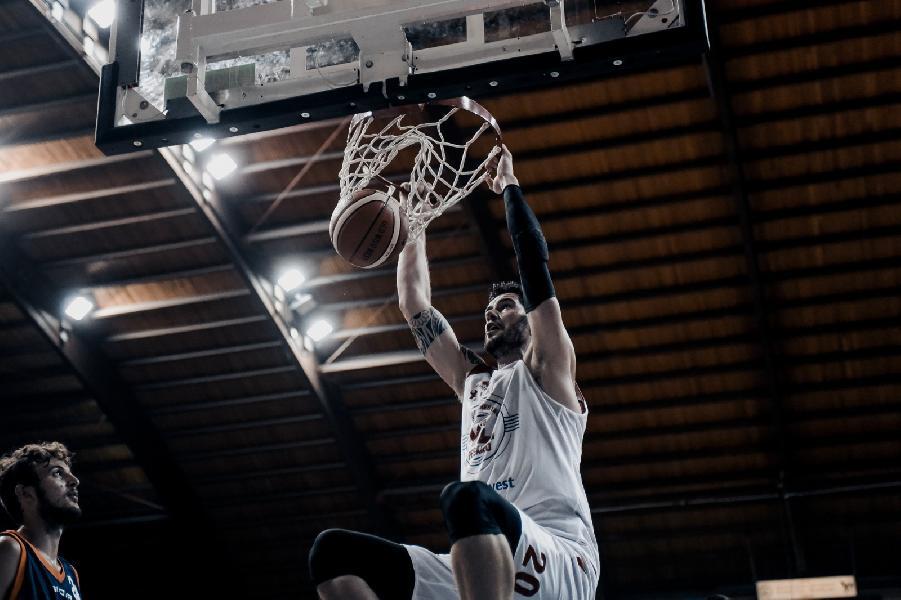 https://www.basketmarche.it/immagini_articoli/08-09-2018/serie-convincente-vittoria-vuelle-pesaro-jesi-soddisfazione-coach-galli-600.jpg