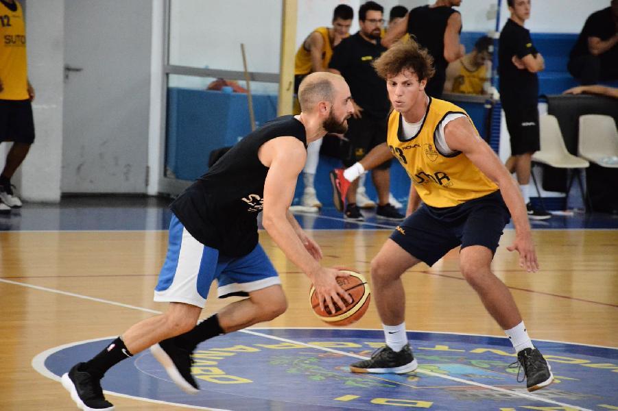 https://www.basketmarche.it/immagini_articoli/08-09-2018/serie-gold-sutor-montegranaro-mostra-segnali-crescita-test-sambenedettese-basket-600.jpg