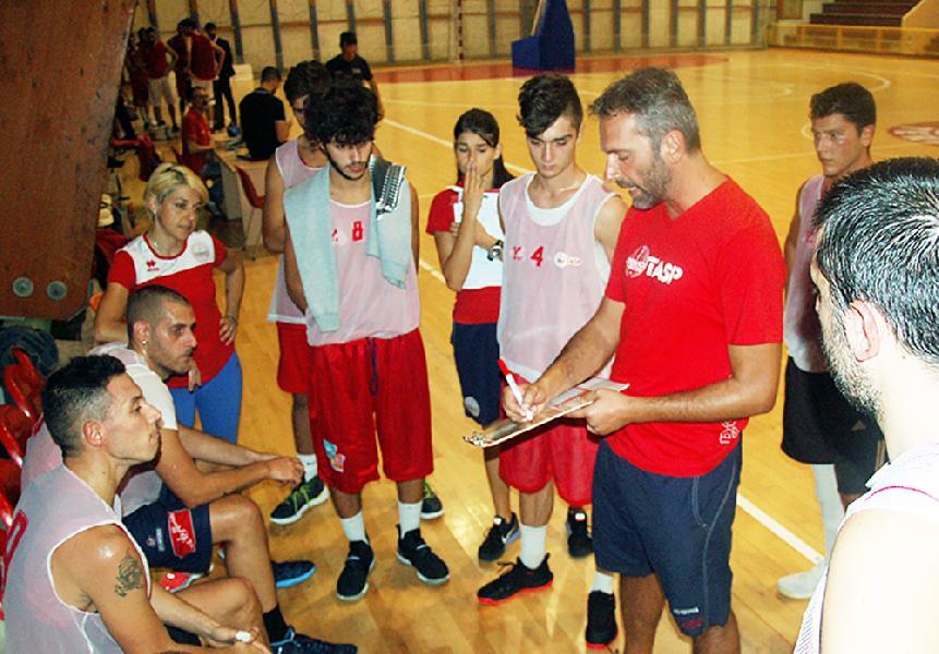 https://www.basketmarche.it/immagini_articoli/08-09-2018/serie-silver-tasp-teramo-aggiudica-amichevole-nova-campli-coach-stirpe-soddisfatto-600.jpg