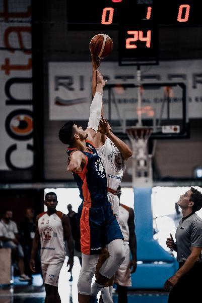 https://www.basketmarche.it/immagini_articoli/08-09-2018/trofeo-sima-netta-vittoria-vuelle-pesaro-aurora-jesi-prima-semifinale-600.jpg
