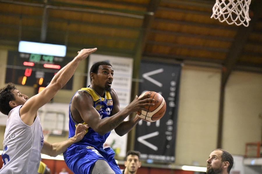 https://www.basketmarche.it/immagini_articoli/08-09-2018/trofeo-sima-poderosa-montegranaro-supera-janus-fabriano-seconda-finalista-600.jpg