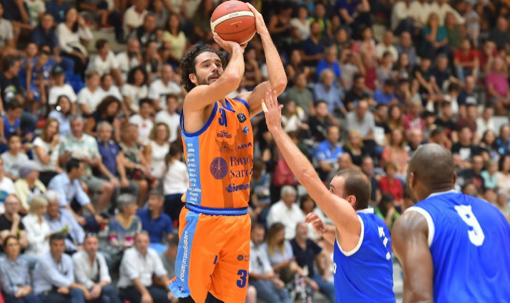 https://www.basketmarche.it/immagini_articoli/08-09-2019/dinamo-sassari-supera-massagno-conquista-finale-torneo-oristano-600.jpg