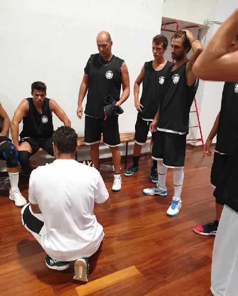 https://www.basketmarche.it/immagini_articoli/08-09-2019/robur-osimo-supera-falconara-basket-amchevole-600.jpg
