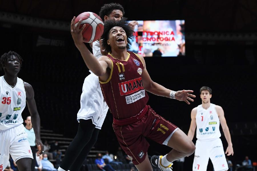 https://www.basketmarche.it/immagini_articoli/08-09-2021/supercoppa-reyer-venezia-espugna-finale-campo-pallacanestro-reggiana-600.jpg