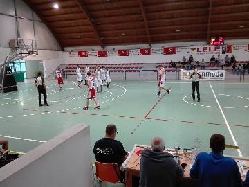 https://www.basketmarche.it/immagini_articoli/08-10-2017/d-regionale-niente-da-fare-per-il-basket-durante-urbania-nello-storico-debutto-in-serie-d-270.jpg