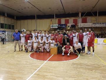 https://www.basketmarche.it/immagini_articoli/08-10-2017/promozione-trofeo-il-torrione-la-polisportiva-gubbio-supera-cagli-e-vince-il-torneo-270.jpg