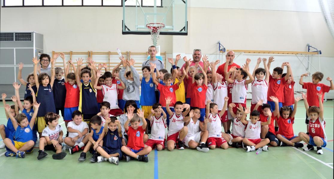 https://www.basketmarche.it/immagini_articoli/08-10-2018/minibasket-festa-torneo-fermano-600.jpg
