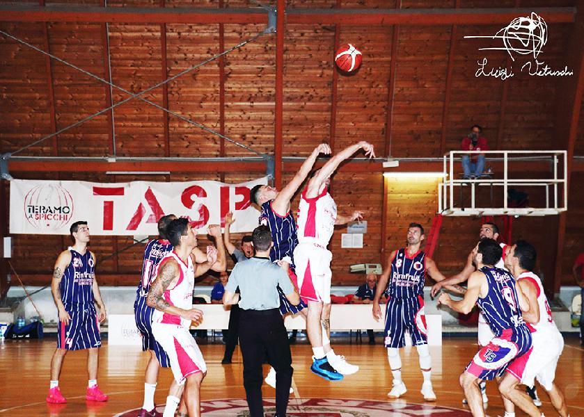 https://www.basketmarche.it/immagini_articoli/08-10-2018/tasp-teramo-coach-stirpe-grande-partita-sono-soddisfatto-pensiamo-mosciano-600.jpg