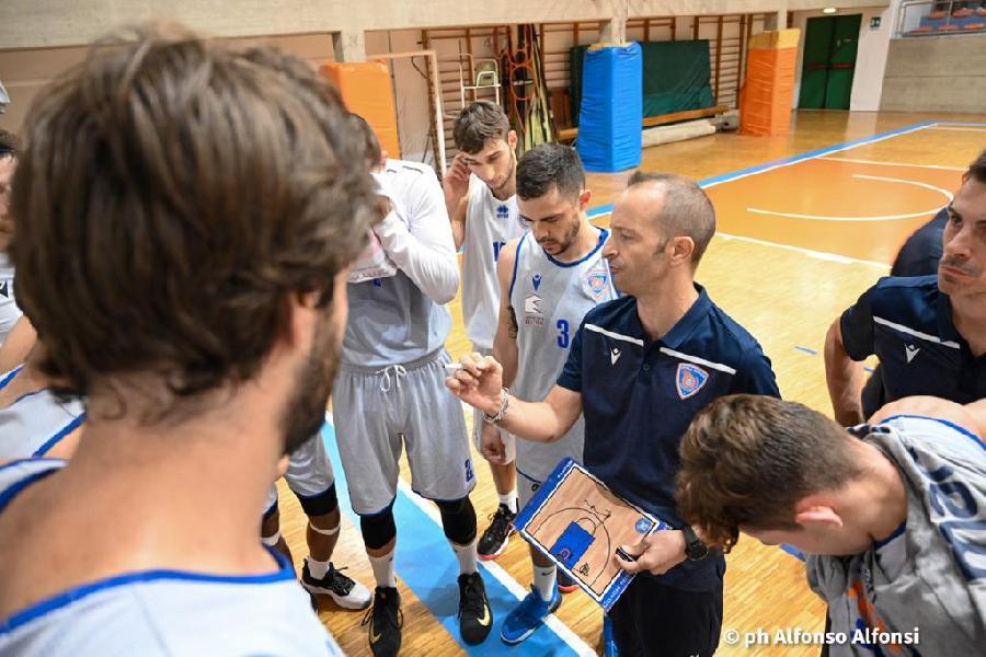 https://www.basketmarche.it/immagini_articoli/08-10-2021/attila-junior-coach-scalabroni-abbiamo-fatto-ottima-preseason-siamo-pronti-iniziare-campionato-600.jpg