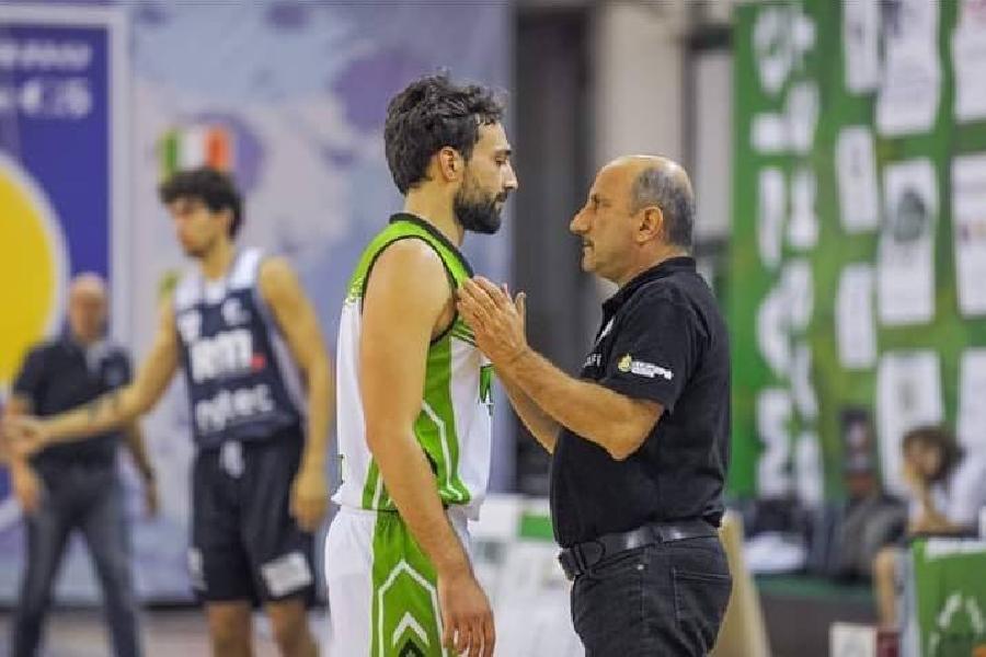 https://www.basketmarche.it/immagini_articoli/08-11-2018/protagonisti-campionato-intervista-play-magic-basket-chieti-andrea-italiano-600.jpg