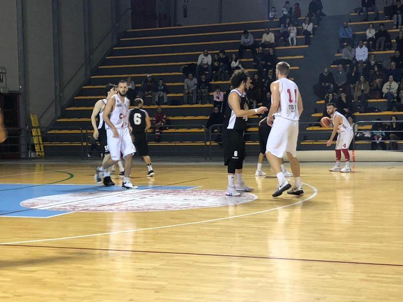 https://www.basketmarche.it/immagini_articoli/08-12-2018/falconara-basket-firma-colpaccio-campo-vigor-matelica-600.jpg